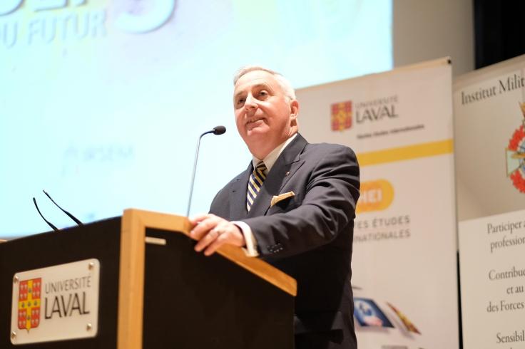 Richard Giguère, Brigadier-général à la retraite et directeur adjoint du Centre sur la sécurité internationale, adresse un discours à l'ouverture d'UNIDEF, 2018.